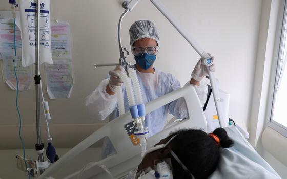 A escassez e os entraves no fornecimento de kits intubação