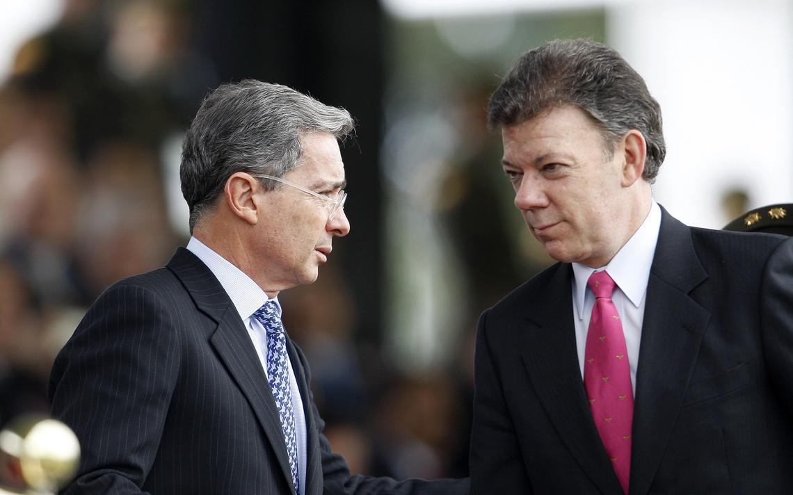Álvaro Uribe e Juan Manuel Santos em evento