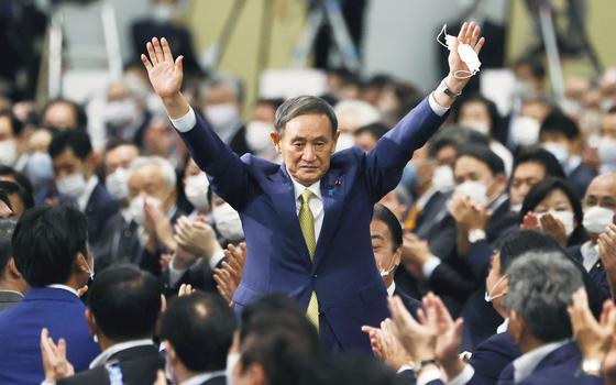 Quem é Yoshihide Suga, próximo primeiro-ministro do Japão
