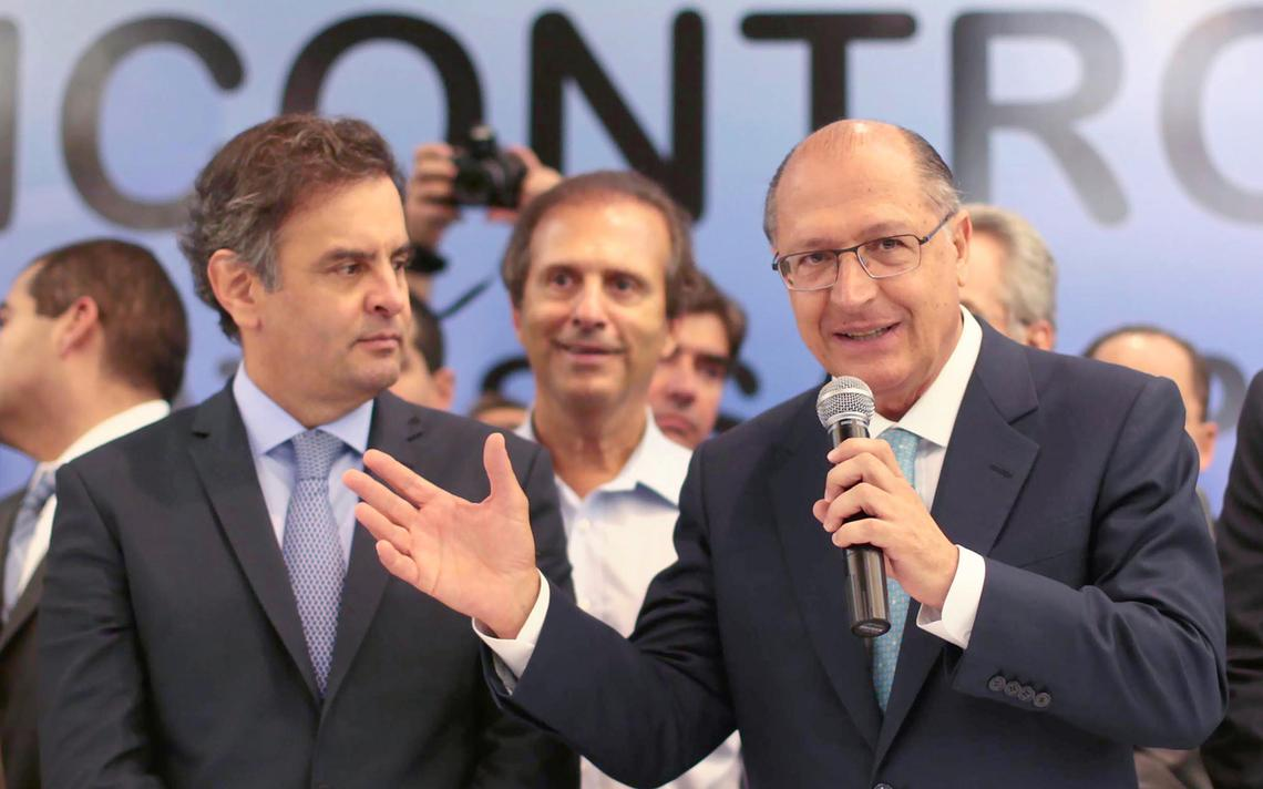 Aécio e Alckmin durante encontro de lideranças políticas do PSDB