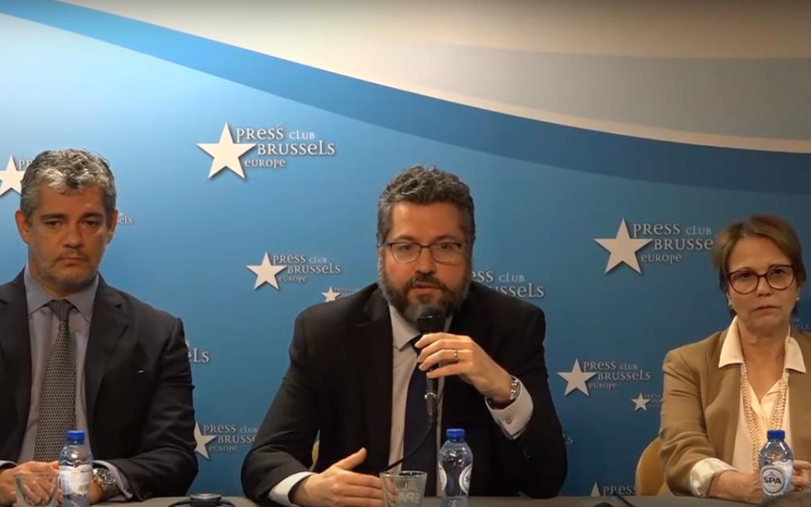 Membros do governo de Jair Bolsonaro concedem entrevista após o fechamento do acordo