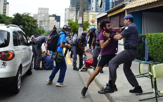 Polícia em xeque: como lidar com manifestações sem bombas nem pancadas