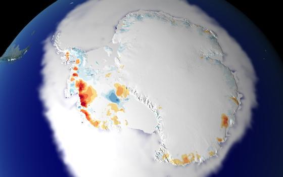Imagem de satélite da Antártida. Áreas a oeste mostram pontos vermelhos, indicando perda de gelo.