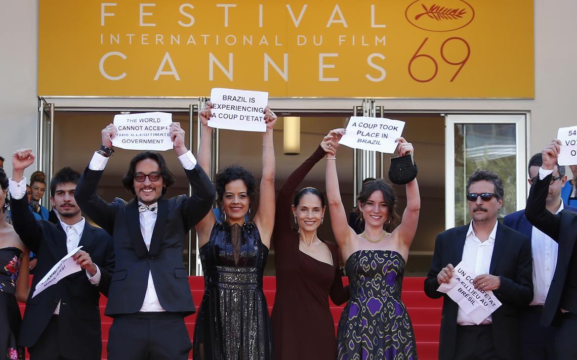Protesto do elenco de Aquarius em Cannes