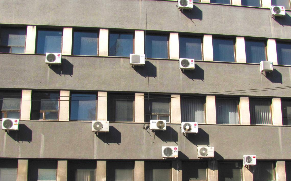 Ares condicionados deixaram de emitir CFCs, mas passaram a emitir gases-estufa