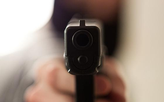 Como as discussões sobre armas no Brasil e nos EUA se chocam