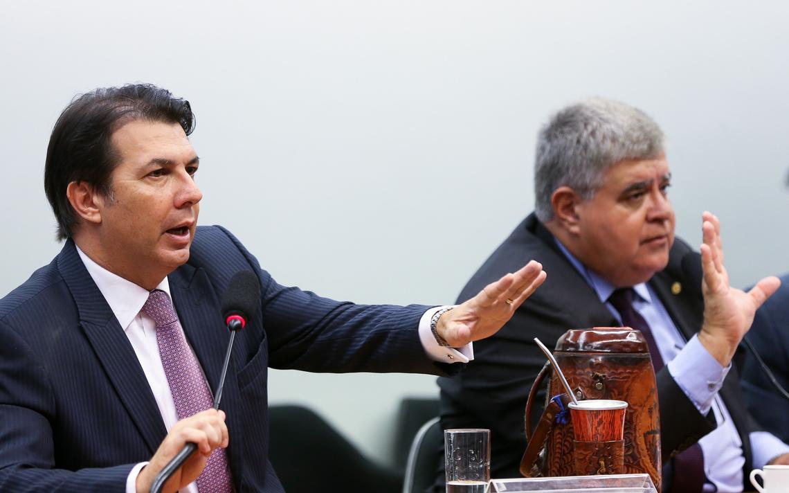 Relator Arthur Maia e presidente Carlos Marun durante sessão da comissão que discute a reforma