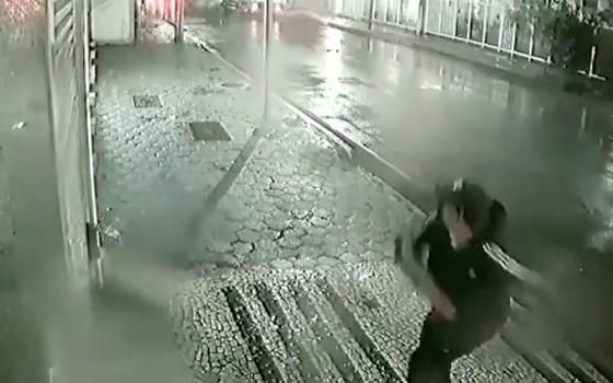 Homem lança explosivo contra Consulado da China no Rio