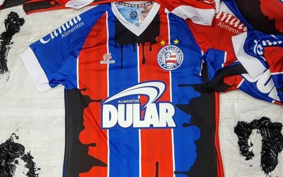 Os clubes de futebol que decidiram politizar seus uniformes