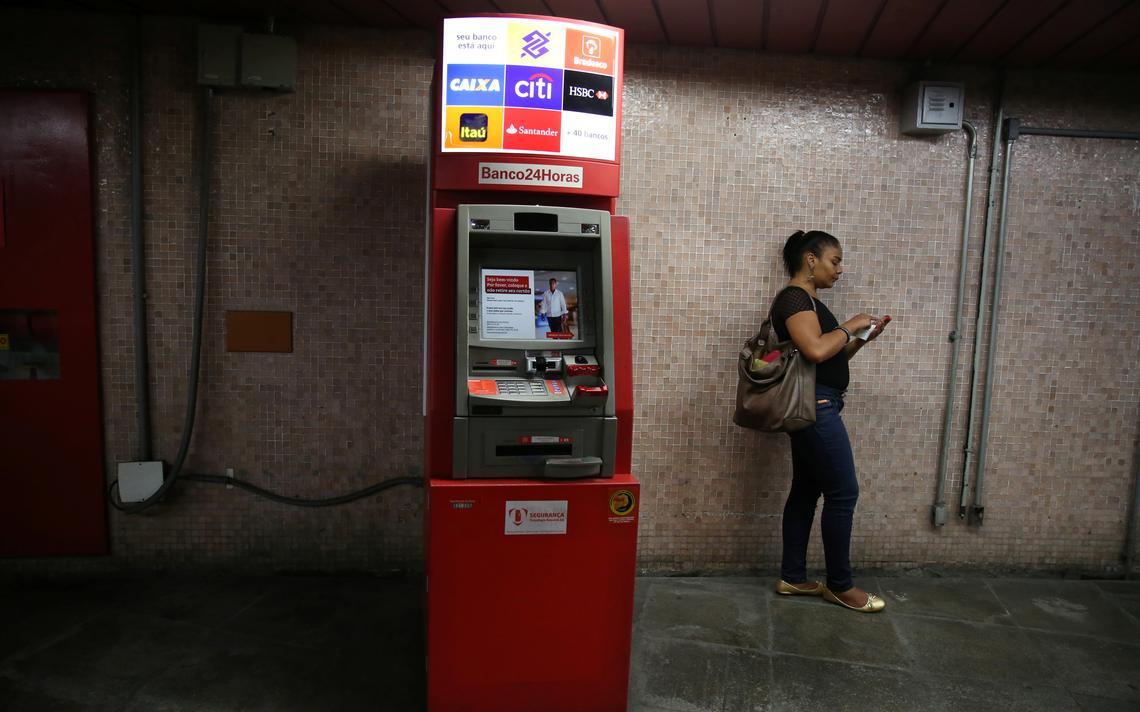 Caixa eletrônico 24 horas no metrô do Rio