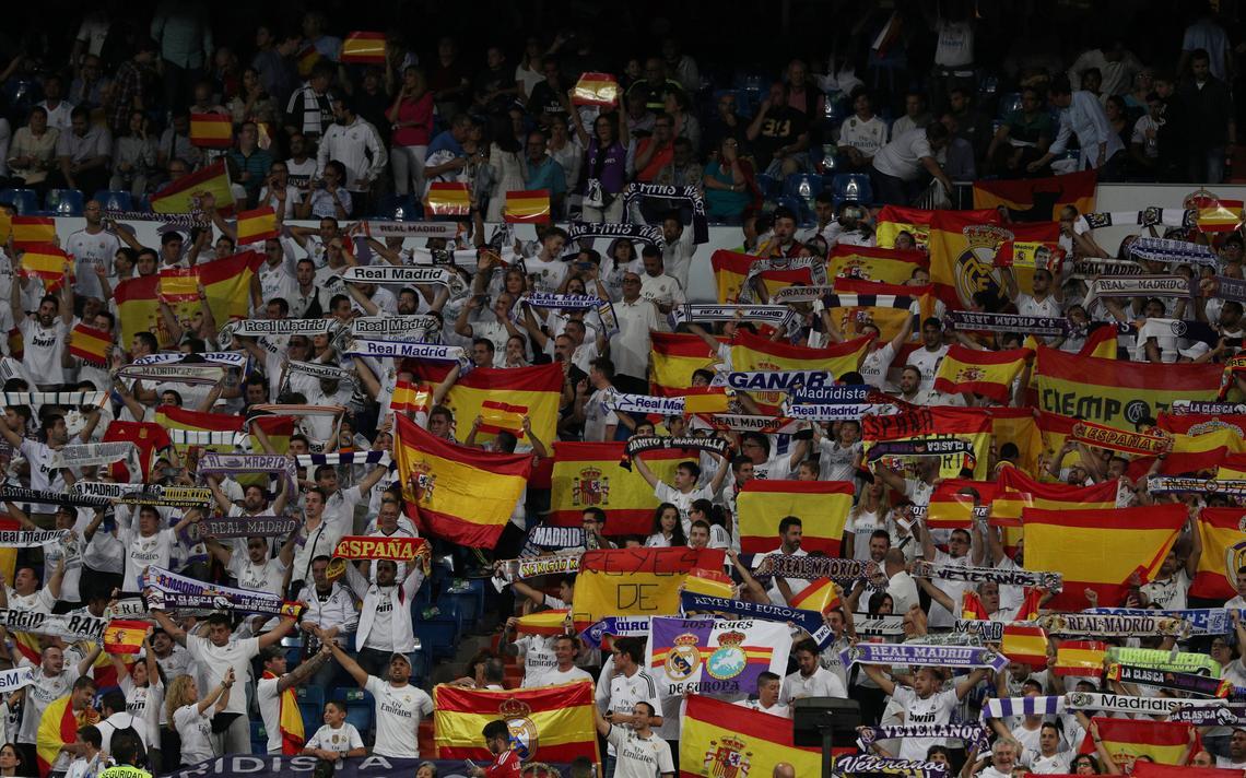 Bandeiras no Santiago Bernabéu