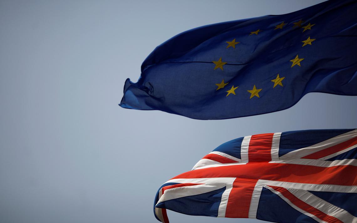 Bandeiras do Reino Unido e da União Europeia no território britânico de Gibraltar