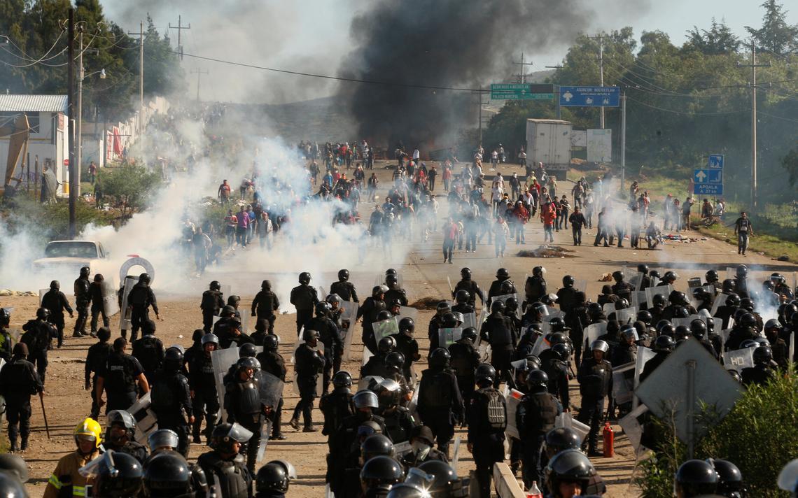 Polícia federal enfrenta manifestantes no sul do México em conflito que deixou 9 mortos