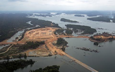 Quais são as pendências sociais e ambientais de Belo Monte