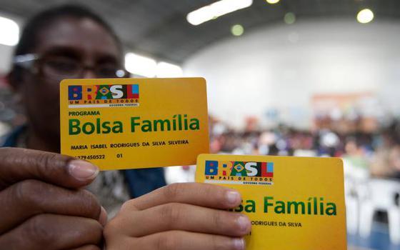 A fila do Bolsa Família. E a redução de beneficiários