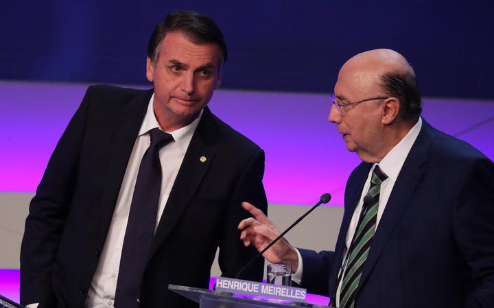 Bolsonaro e Meirelles durante debate na TV Bandeirantes