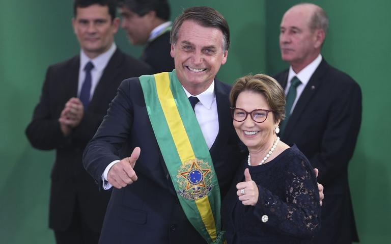 Ministra da Agricultura, Tereza Cristina, posa com Bolsonaro no dia da posse do presidente