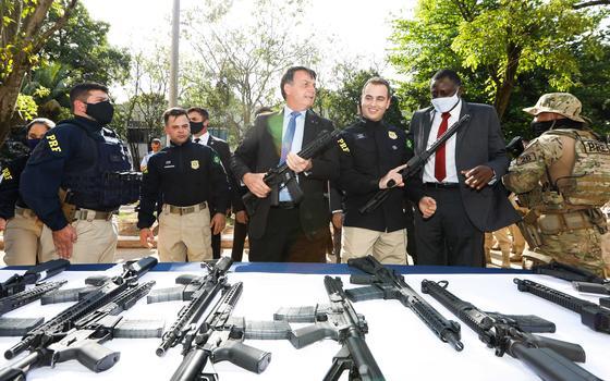Exportações de armas crescem mais de 30% com Bolsonaro