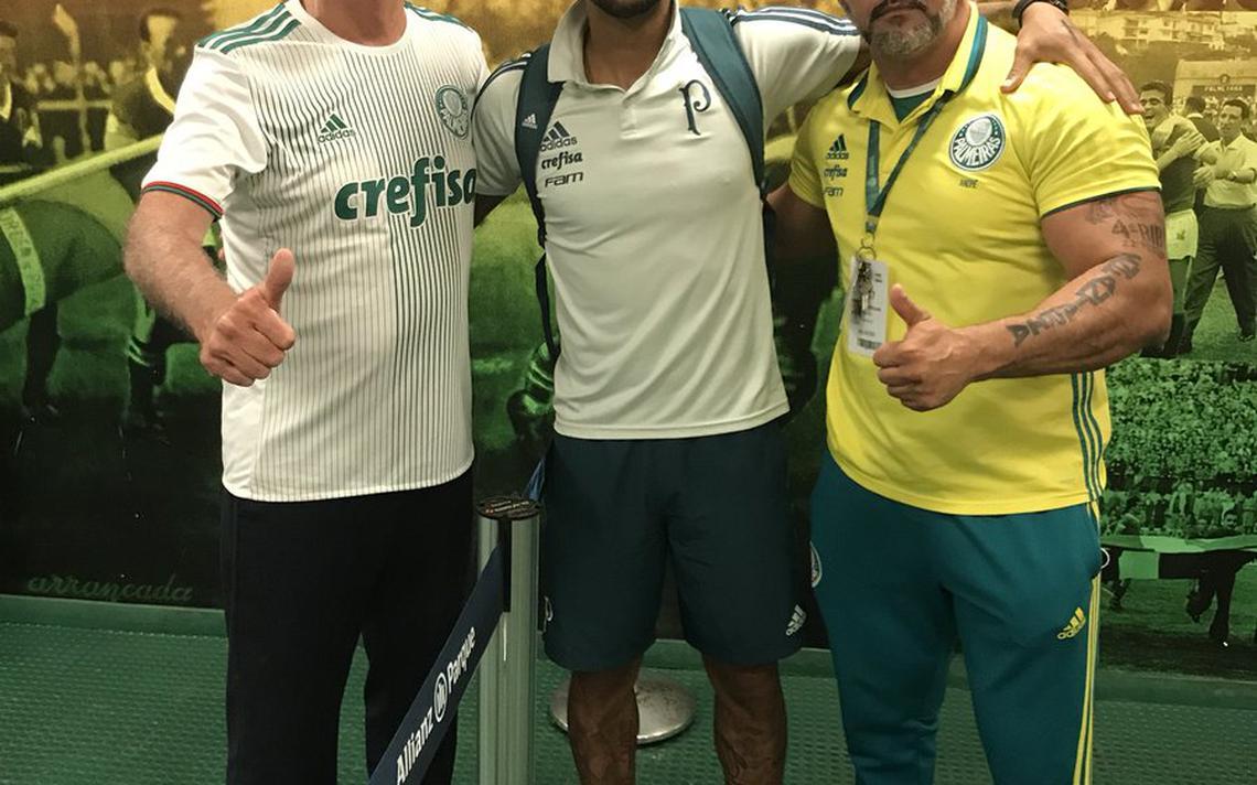 Jogador do Palmeiras, Felipe Melo publicou foto ao lado de Jair Bolsonaro (PSL) e chamou político de