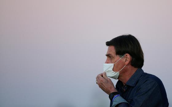 Prefeitura de Peruíbe multa Bolsonaro por não usar máscara