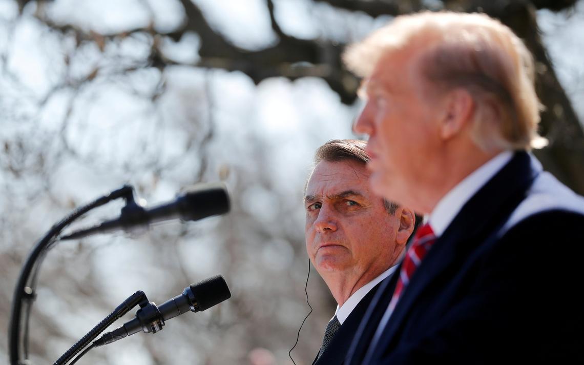 Bolsonaro observa fala de Trump na Casa Branca