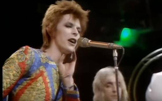 A transgressão calculada de David Bowie