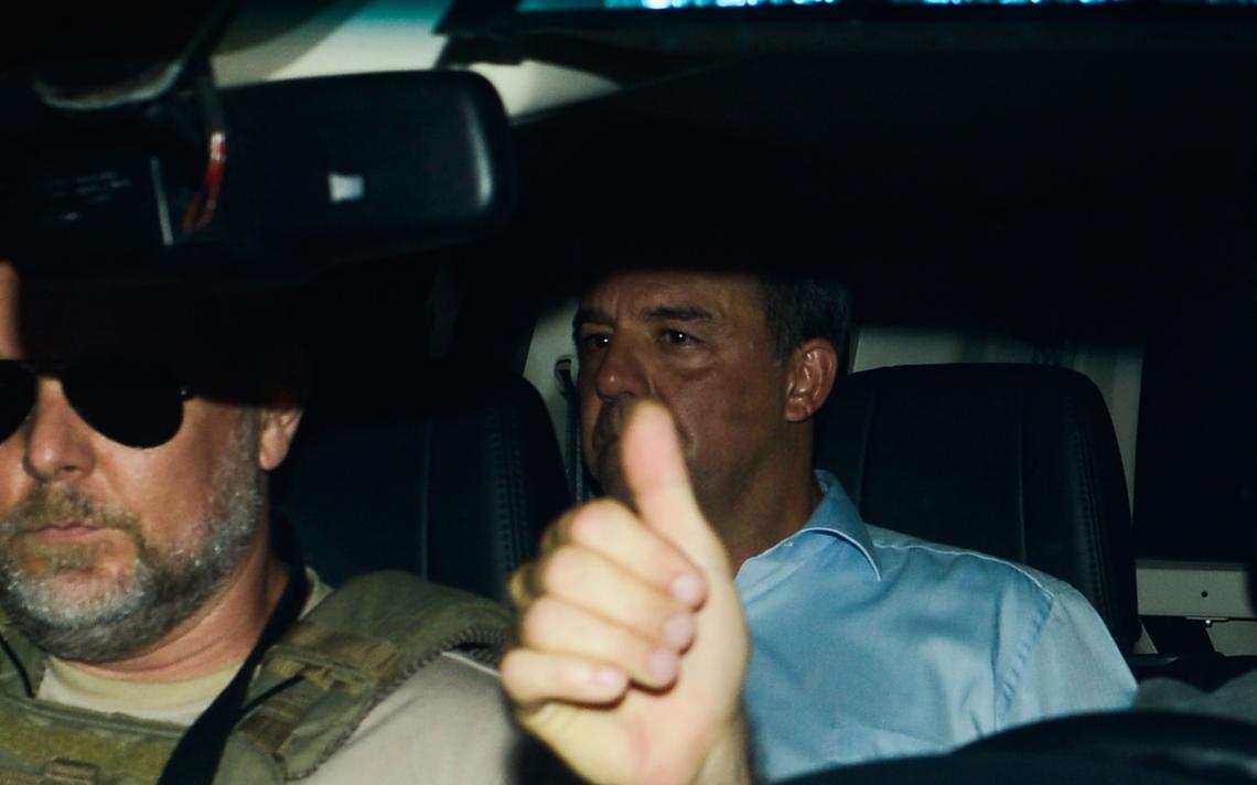 Cabral em carro da Polícia Federal