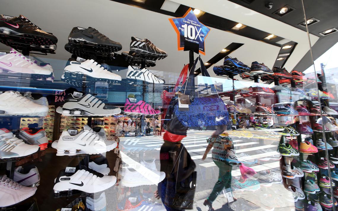 Vitrine de loja de calçados em São Paulo