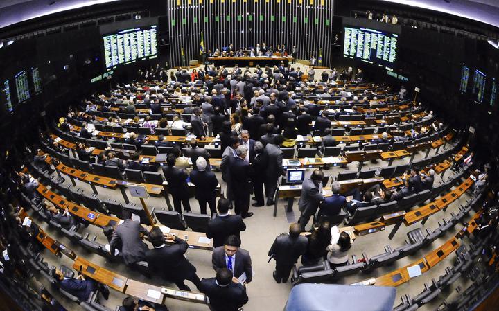 Deputados discutem no plenário da Câmara em Brasília