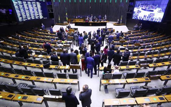 Governo Bolsonaro recua e mantém emendas de relator
