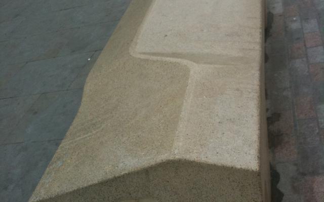 O Camden Bench, exemplo de design desagradável implementado em Londres