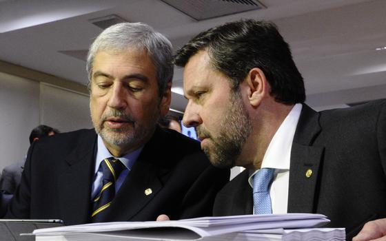 Líderes do PSDB na Câmara e Dilma: uma alternância de morde e assopra