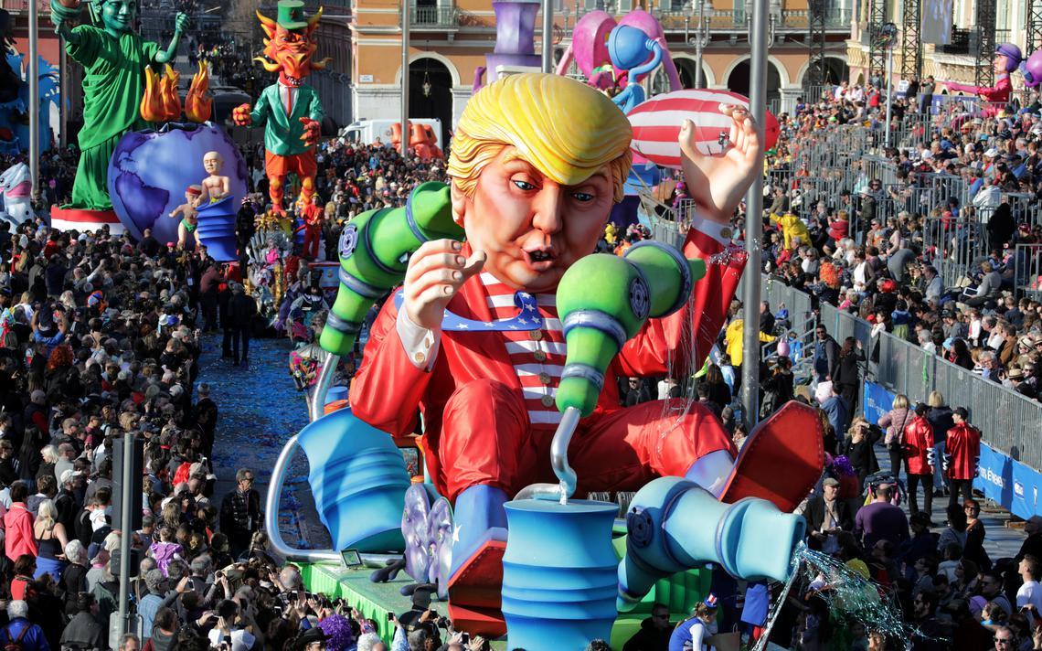 O mandatário dos Estados Unidos pôde ser visto na forma de um boneco explorador dos piores recursos energéticos na parada carnavalesca de Nice