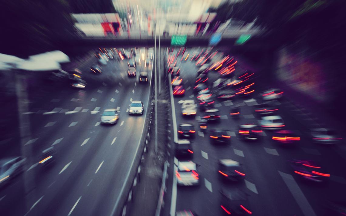 Veículos na hora do rush em avenida do centro da capital paulista