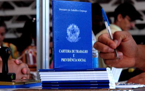 Entenda a regra usada por Dilma para aumentar o salário mínimo