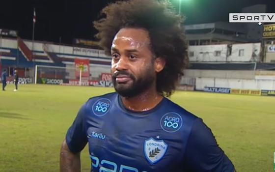 Após relato de racismo em campo, Brusque ataca Celsinho