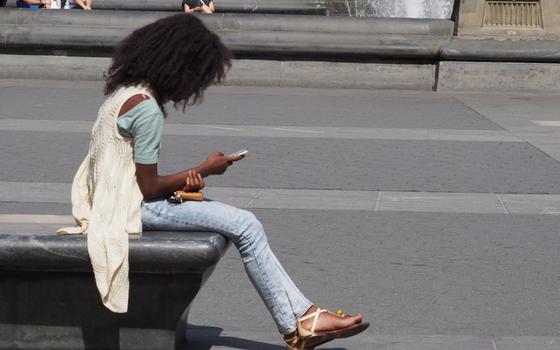 É possível escrever textos longos usando o celular, de teses acadêmicas a livros