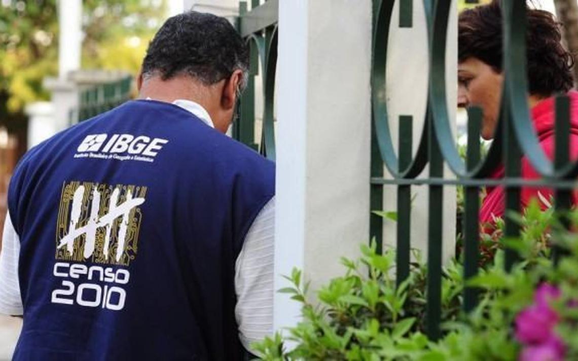 Agente do IBGE entrevista moradora durante Censo de 2010
