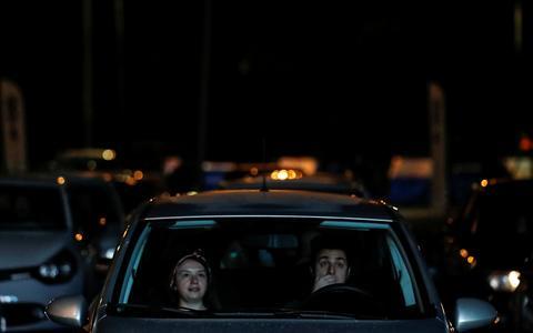Como a pandemia ressuscitou os cinemas drive-in