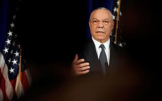Colin Powell fala com jornalistas em Washington