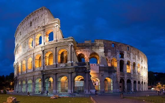 A reconstrução do chão do Coliseu pelo governo da Itália