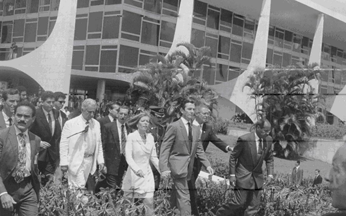 Fernando Collor deixa o Palácio do Planalto