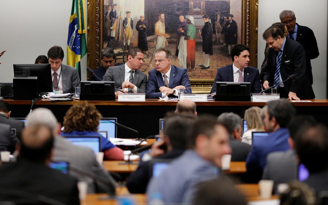 Deputados discutem texto base e destaques na última sessão da comissão especial