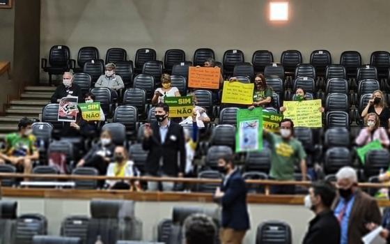 Sessão sobre passaporte da vacina tem tumulto em Porto Alegre