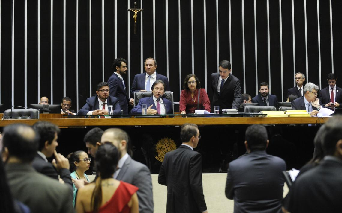 Deputados e senadores discutem Orçamento de 2018