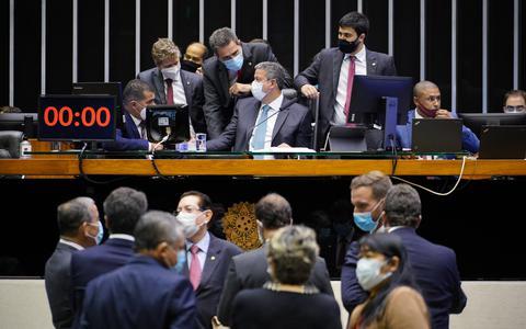 Câmara finaliza PEC eleitoral. Senado decidirá futuro das coligações