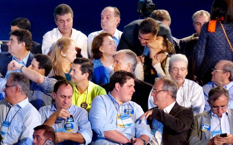 Tucanos conversam durante convenção que escolheu Aécio Neves candidato em 2014