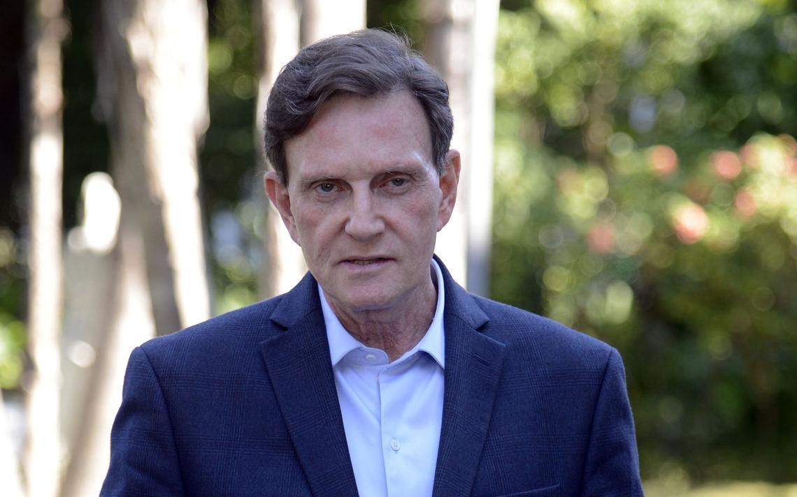 Prefeito do Rio, Marcelo Crivella concede entrevista sobre protesto de taxistas