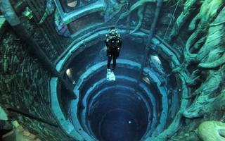 A piscina DeepDive, em Dubai