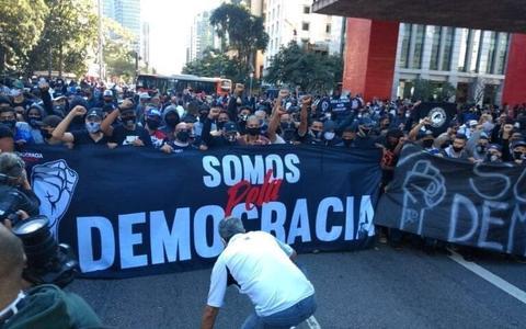 Qual o papel político das torcidas organizadas no Brasil